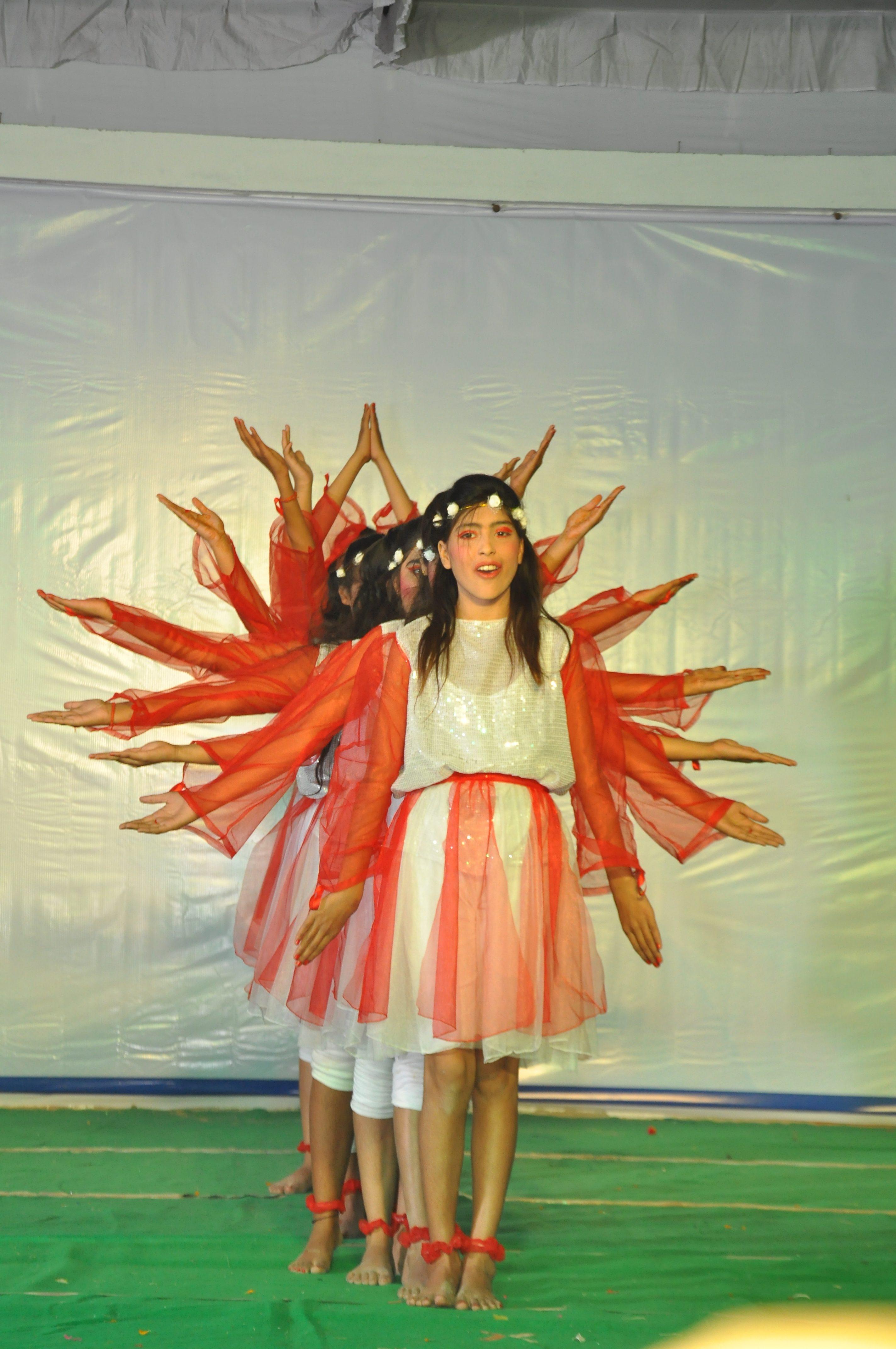 "Dance on ""Ek School Banana Hai"""
